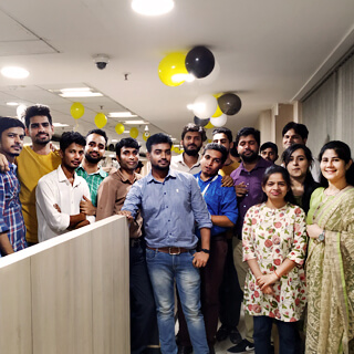 maxtra employees team